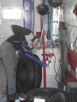 Stud Machine / Machine a clouer les pneux